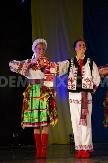 1370137731-traditional-ukrainian-dance-at-4th-annual-calgary-ukrainian-festival_2109823